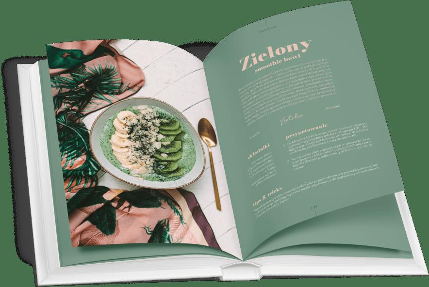 Przepis na zielony bowl, czyli smoothie bowl z owocami i spiruliną. Pomysł na szybkie wegańskie śniadanie.
