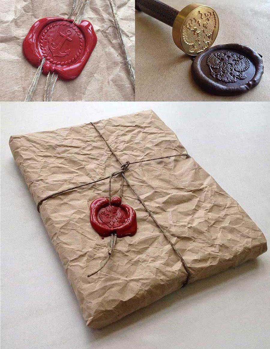 фото крафтовой упаковки логбука с сургучной печатью