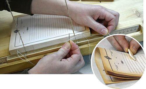 фото ручного сшивания логбука по старинной технологии