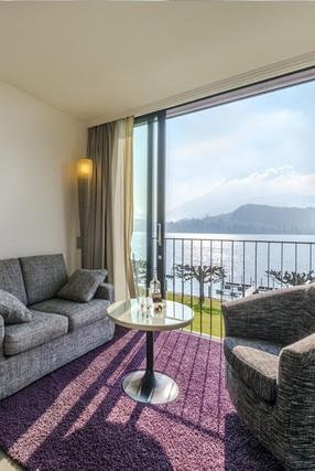 Hotelzimmer mit Balkon und wunderbaren Ausblick auf See in Luzern